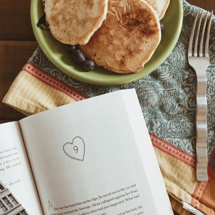 Reading & Eating: The Wedding Date and Blueberry Pancakes